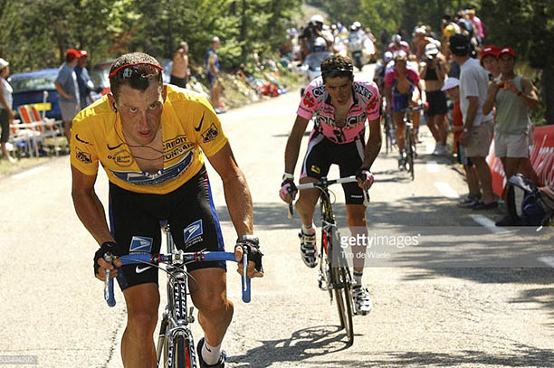 Getty Images Mont Ventoux_0004_tour-de-france-2002-stage-14-americas-lance-armstrong-tries-